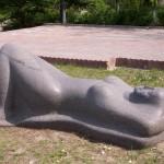 Обнаженная, вид 2 (базальт, 240x110x87 см, 1996 г.)