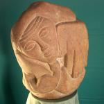 Птица, вид спереди (камень)